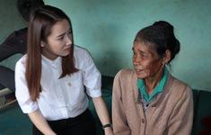 Cả nước chung tay vì người nghèo 2019: Nhã Phương rơi nước mắt khi đến thăm những hộ nghèo ở Kon Tum