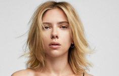 Scarlett Johansson khoe vẻ đẹp không tì vết