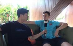 Phóng viên Công Phượng phỏng vấn Văn Lâm tại Bali