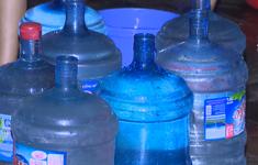 Ngăn chặn việc tăng giá bất hợp lý nước đóng chai, đóng bình