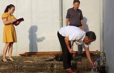 Tiếp tục lấy 4 mẫu nước từ Nhà máy nước sạch sông Đà để xét nghiệm