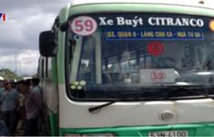 Móc túi trên xe bus bị tài xế đưa đến đồn công an