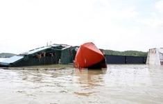 Khẩn trương trục vớt container trên sông Lòng Tàu