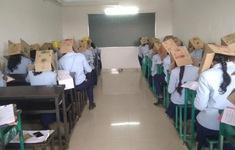 Hình ảnh học sinh phải đội thùng carton để chống gian lận thi cử khiến nhiều người phẫn nộ