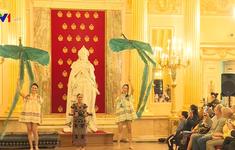Thổ cẩm, tơ lụa Việt Nam tỏa sáng ở Nga