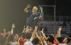 """Những hình ảnh không thể nào quên trong lần đầu tiên bóng đá nam Việt Nam """"lên đỉnh"""" SEA Games"""