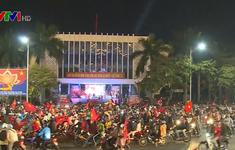 Người dân cả nước đổ ra đường ăn mừng U22 Việt Nam vô địch SEA Games 30