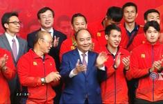 Thủ tướng Nguyễn Xuân Phúc chúc mừng 2 đội tuyển bóng đá Việt Nam