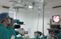 Vừa lọt lòng mẹ, bé sơ sinh phải phẫu thuật sửa thoát vị hoành