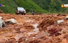 Ách tắc giao thông do sạt lở núi