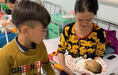 Cảm động: bé trai ở 13 tuổi đạp xe từ Sơn La xuống Hà Nội thăm em nằm viện