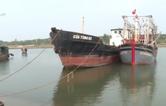Quảng Trị: Ngư dân không thể ra khơi do cửa biển bị bồi lấp