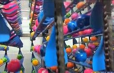 Nhuộm 16.000 quả trứng phục sinh trong một giờ