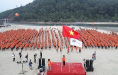 Gần 3.000 cán bộ nhân viên FPT IS cùng hát quốc ca đón Hành trình ngày mới chào tuổi 25