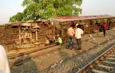 Ấn Độ: Tàu trật đường ray khiến 13 người bị thương