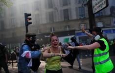 """Biểu tình """"Áo vàng"""" biến thành bạo động"""