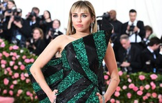 Miley Cyrus rời ngày ra mắt sản phẩm mới để… chiều lòng fan