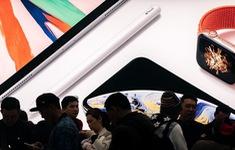 """Huawei bị Mỹ """"quây"""", Trung Quốc có dám cấm iPhone?"""