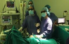 Phẫu thuật nội soi 3D khâu cơ hoành cho bé trai 3 tháng tuổi