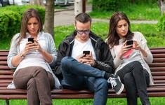 Dùng điện thoại quá nhiều khiến gai mọc nối dài ở sọ