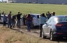 Tin vào Google Maps, cả trăm xe hơi bị kẹt giữa đồng
