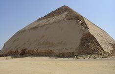 Ai Cập mở cửa 2 kim tự tháp cổ cho khách tham quan