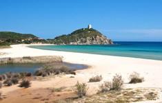 Trộm cát ở Italy, cặp đôi du khách Pháp đối diện án phạt 6 năm tù