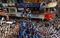 """Ấn Độ: """"Kim tự tháp người"""" mừng ngày sinh thánh Krishna"""