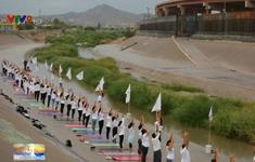 Trình diễn yoga tập thể kêu gọi không xây tường biên giới Mỹ - Mexico