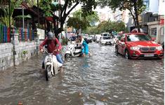 TP.HCM mưa lớn, gây ngập úng nhiều nơi