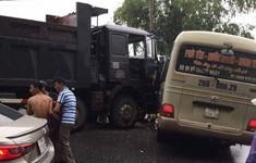 Phú Thọ: Xe tải va chạm xe khách, 6 người nhập viện