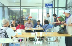 Người ngoại tỉnh cũng được cấp thẻ xe bus miễn phí tại Hà Nội