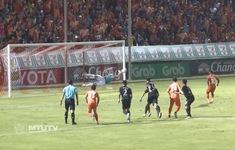 Văn Lâm xuất sắc cản phá phạt đền, Muangthong United giành chiến thắng nghẹt thở