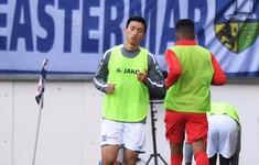 Thay hậu vệ trái nhưng không chọn Văn Hậu, HLV Heerenveen nói gì?