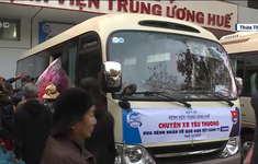 """""""Chuyến xe yêu thương"""" hỗ trợ bệnh nhân nghèo về quê đón Tết tại TT-Huế"""