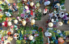 Chợ của những chiếc nón lá tảo tần
