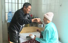 Bữa ăn ngày Tết cho bệnh nhân nghèo