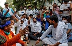 Biểu tình lan rộng tại Ấn Độ sau khi thiếu nữ 19 tuổi bị hiếp dâm tập thể