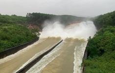 Mực nước giảm, hồ Kẻ Gỗ vẫn an toàn