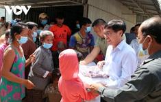 Cứu trợ bà con người Việt có hoàn cảnh đặc biệt khó khăn tại Campuchia