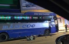 Xe khách đi sai phần đường đâm trực diện xe máy, 1 người tử vong