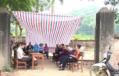 Người dân dựng lều bạt chặn đường vào bãi rác Nam Sơn