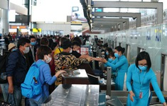 Bay nội địa phục hồi nhanh, lượng hành khách vẫn giảm gần một nửa