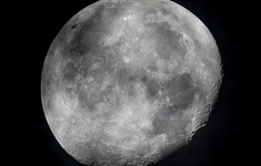 Phát hiện quan trọng của NASA: Tìm thấy nước trên bề mặt có ánh nắng chiếu vào của mặt trăng