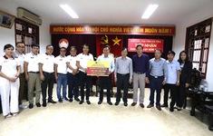 BTC Giải xe đạp VTV Cúp Tôn Hoa Sen 2020 trao ủng hộ cho tỉnh Hà Tĩnh