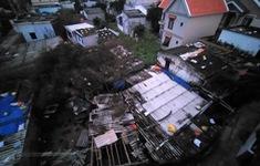 Gió giật mạnh ở Quảng Ngãi, nhiều nhà bị tốc mái, 2 người thương vong