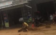 May mắn thoát chết khi bị nước lũ cuốn ở Quảng Nam