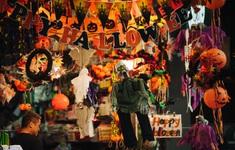 """""""Ma quỷ"""" tràn ngập phố Hàng Mã dịp Halloween"""