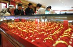 Nhà đầu tư đổ xô đi mua vàng, doanh số bán vàng tại Trung Quốc tăng mạnh