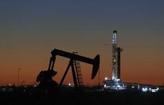 Lo ngại gia tăng nguồn cung, giá dầu đi xuống phiên cuối tuần